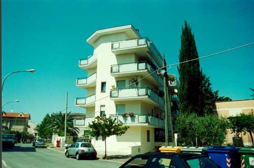 1998 – Edificio multipiano