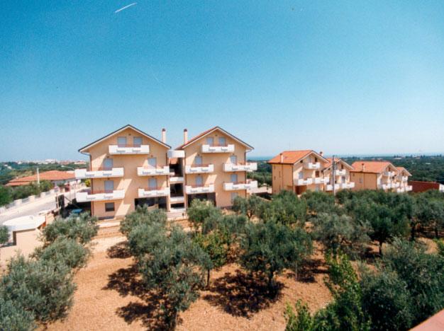 1995 – Edifici multipiano e villette a schiera
